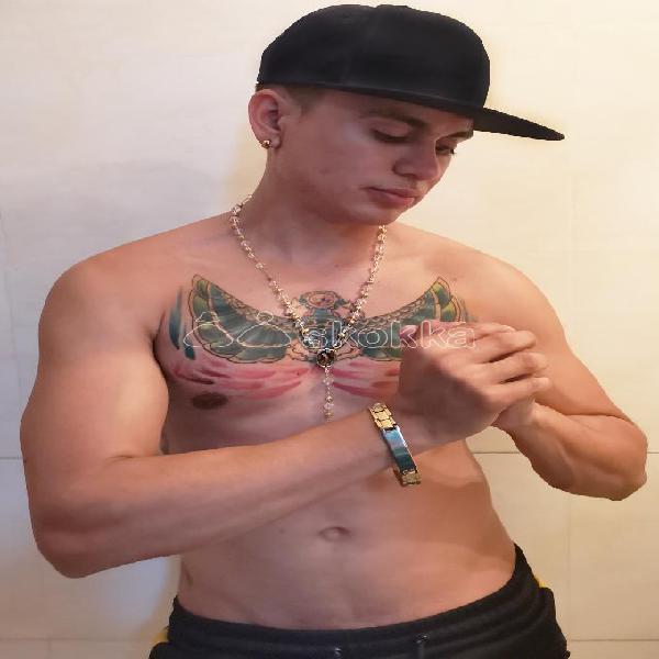pasivo tatuado varonil caliente