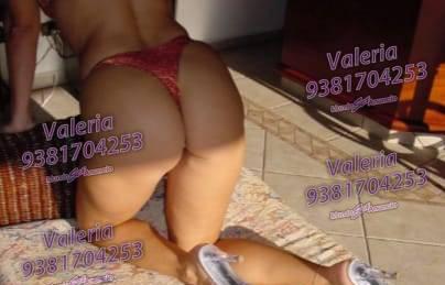 Soy Valeria, estoy aburrida quiero un chico atrevido
