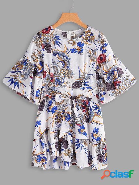 Vestido de manga corta con cuello redondo y estampado floral al azar blanco