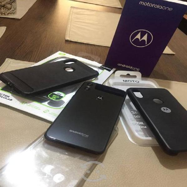Motorola one con caja y accesorios