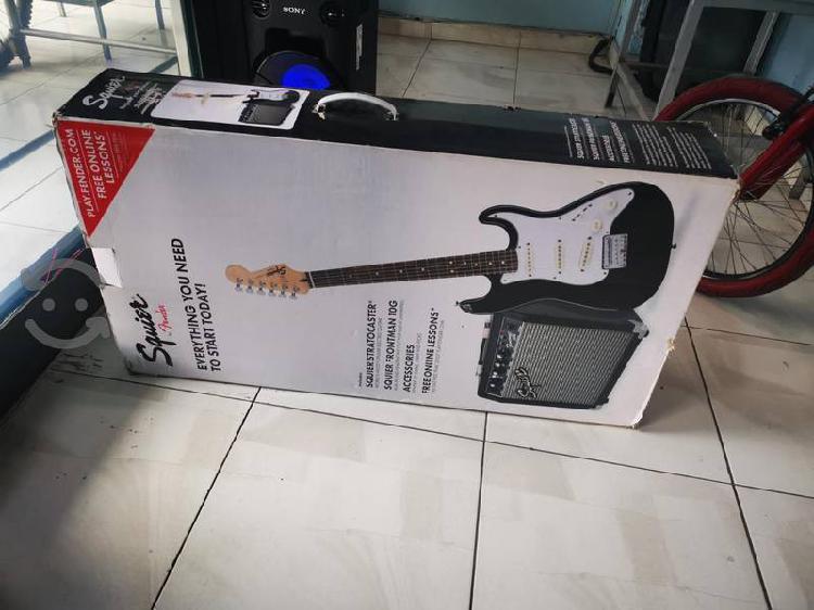 Guitarra y amplificador marca squier