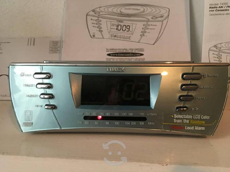 Radio reloj despertador am/fm análogo marca timex