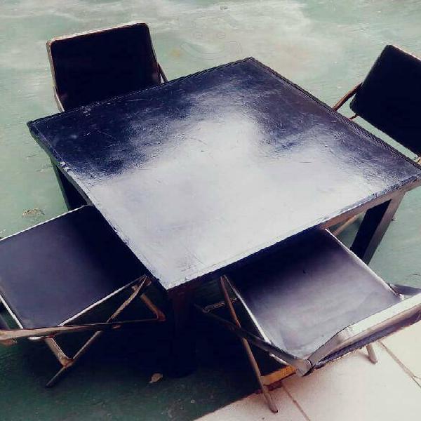 Juegos mesa de metal con 4 sillas pegables c/u