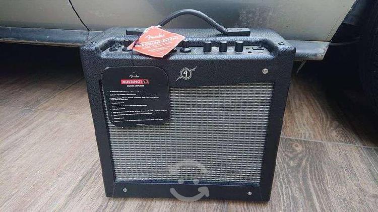Amplificador de guitarra fender mustang v2