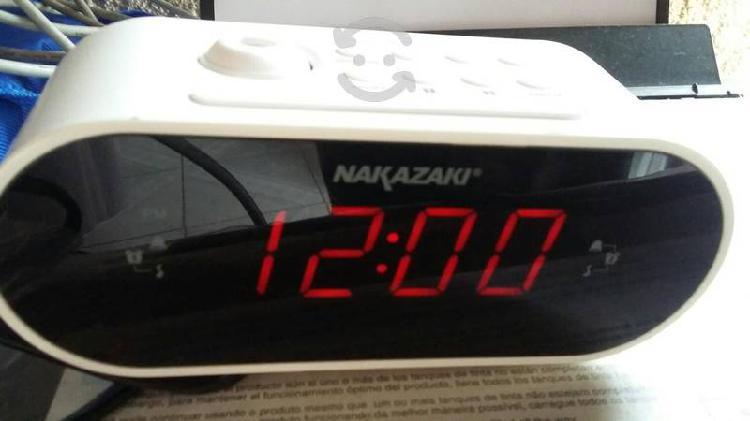 Radio reloj despertador con proyector