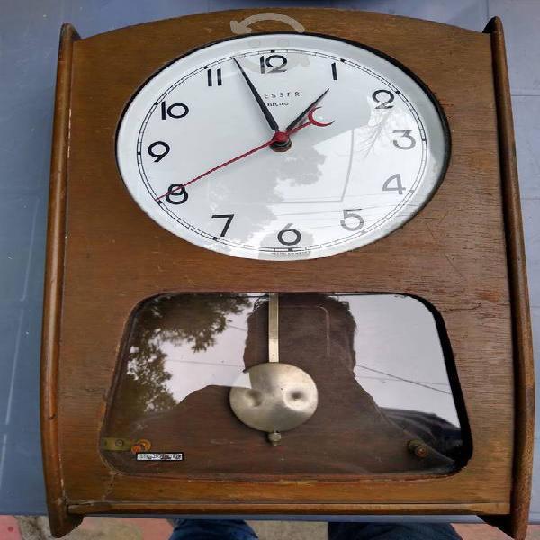 Antigüo reloj de pared besser