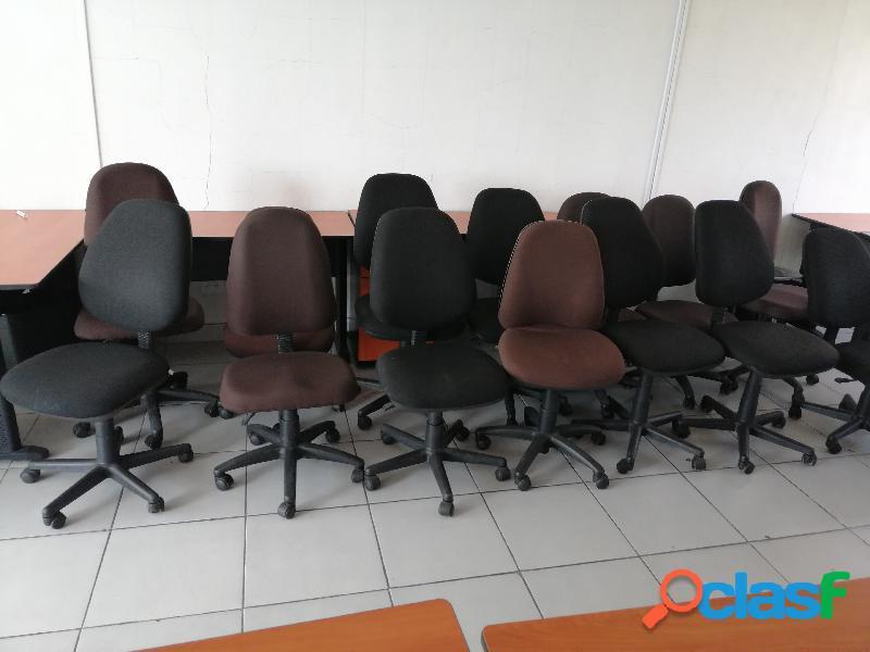 Reciclado y compra de mobiliario para oficina en desuso