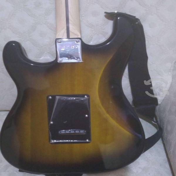 Guitarra eléctrica fender squier y amplificador