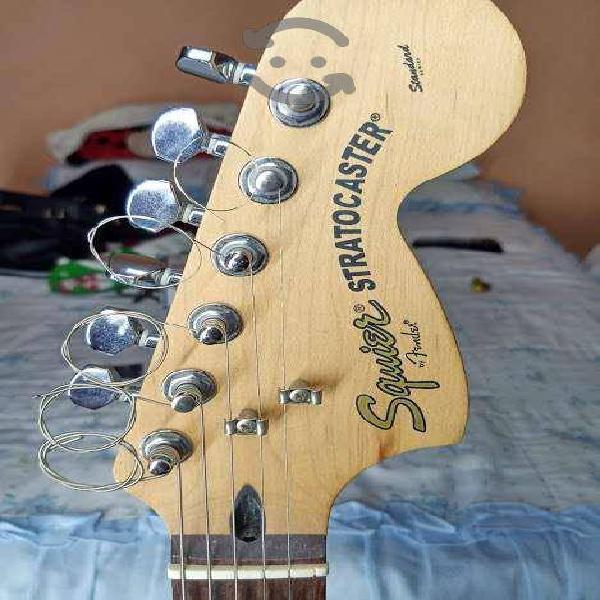 Guitarra squier stratocaster standart