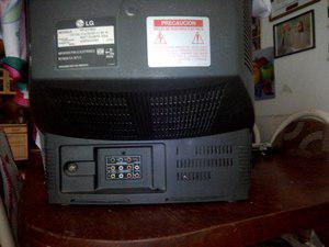 "Television analoga a color 23"" lg. control remoto."