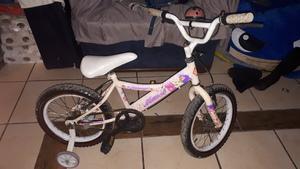 Vendo bicicleta chica con ruedas usada para niñas de 4 a 8