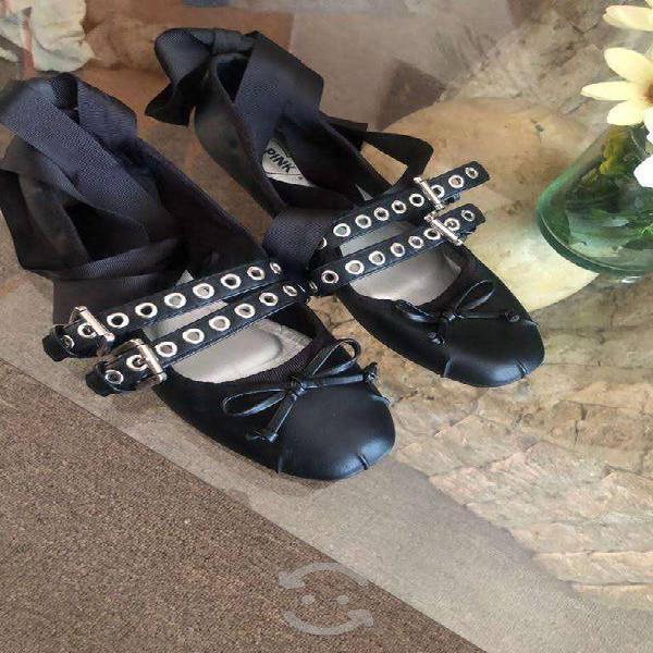 Zapatos flats color negro con cintas para los tobi