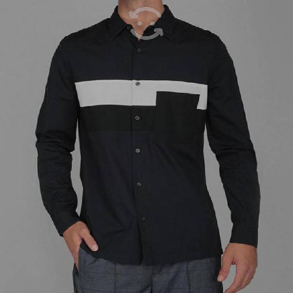 Camisa azul marino con franjas