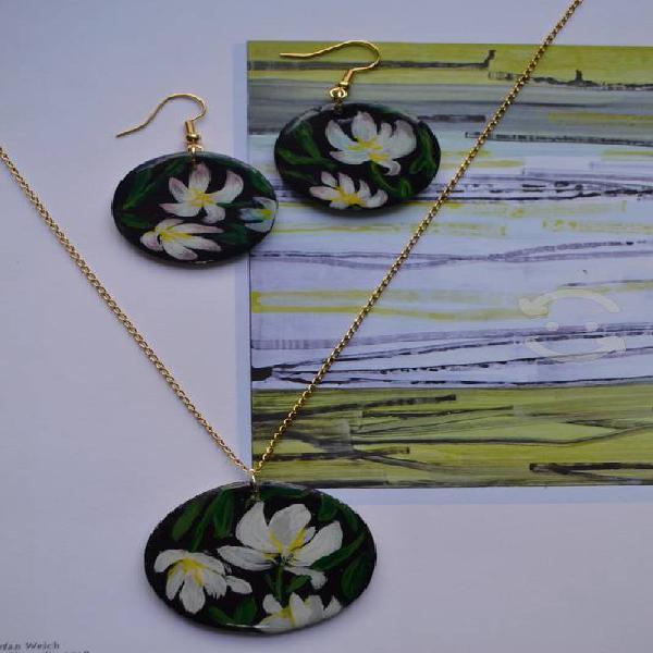 Conjunto de piezas florales