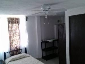 Habitaciones amuebladas con baño propio
