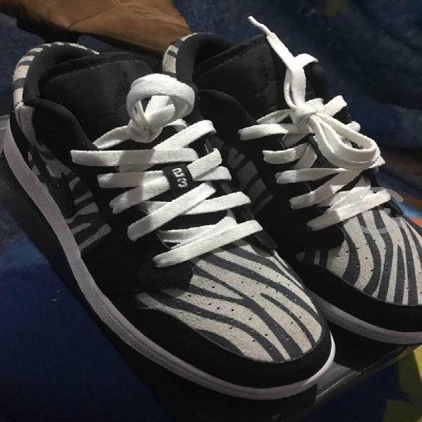 Jordan 1 low cebra #4