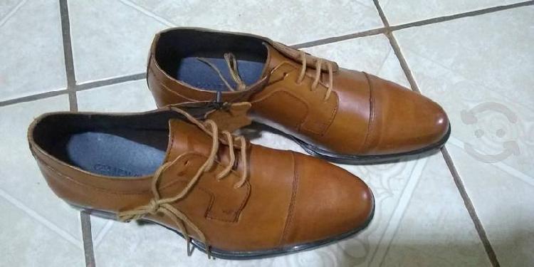 Zapatos piel genuino color miel