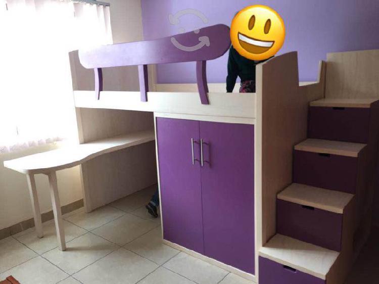 Cama alta para niña con escritorio, librero y más