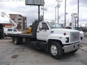 Camión chevrolet con rampa, grúa para autos y montacargas