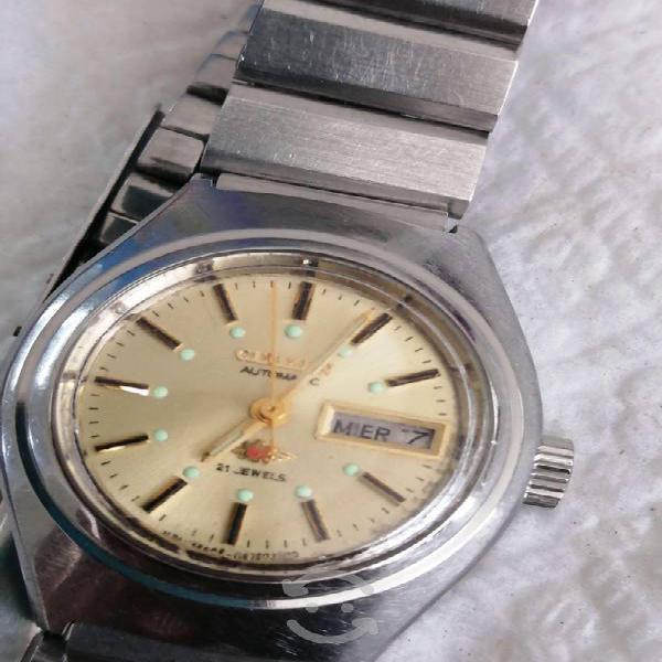 Encantador reloj citizen automático.