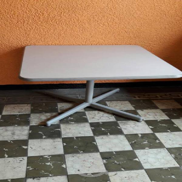 Mesa cuadrada reforzada