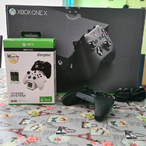 Xbox one x 1tb + 1 control + cargador y pilas