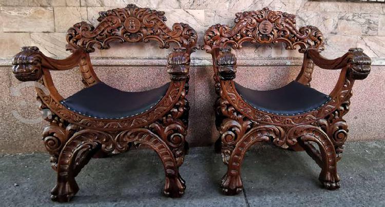Par de sillones colonial español antiguos labrados