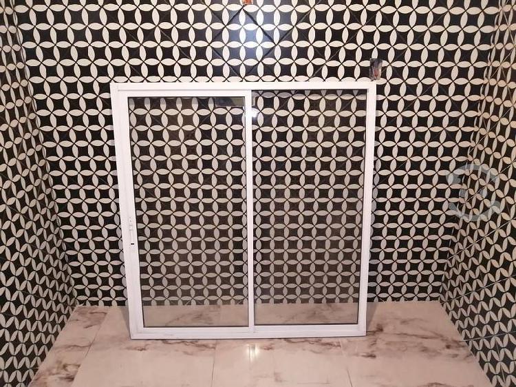Ventana y puerta de aluminio