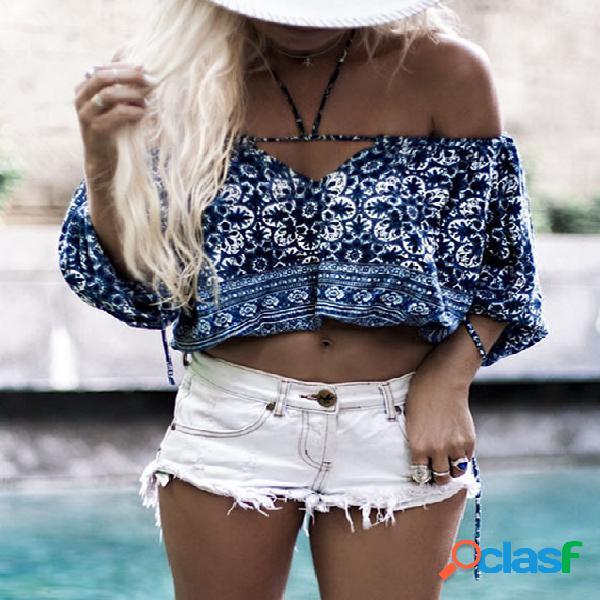 Top corto con estampado floral azul fuera del hombro