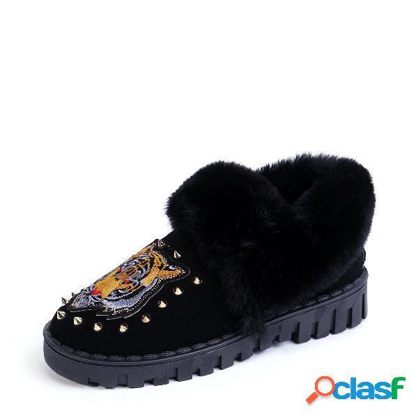 Botas de nieve con forro de piel adornada con remaches con estampado de tigre negro