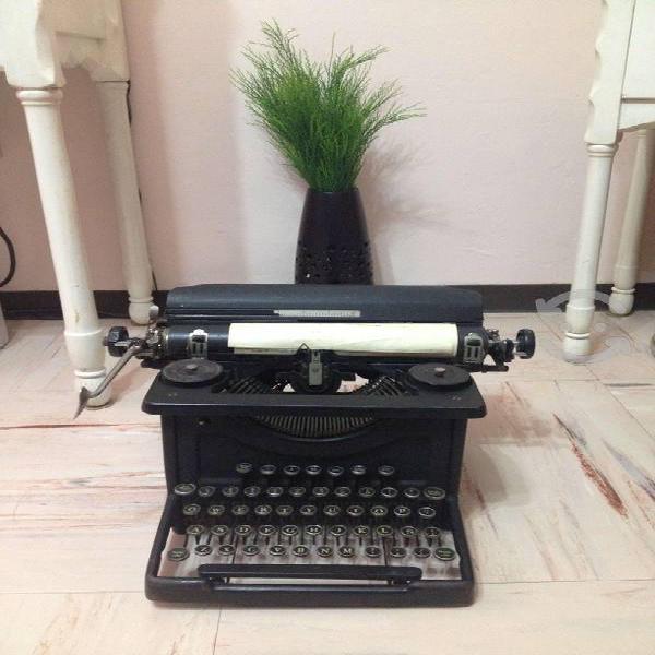 Maquina de escribir antigua, eléctrica y fax