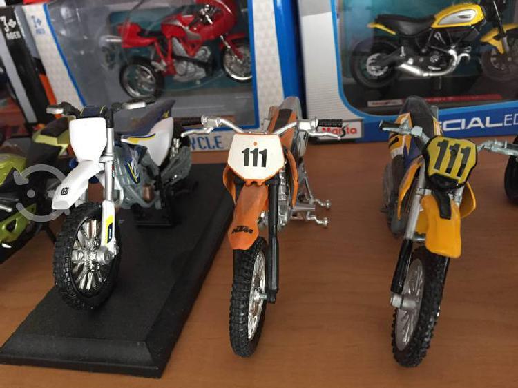 Motos cross a escala 1:18
