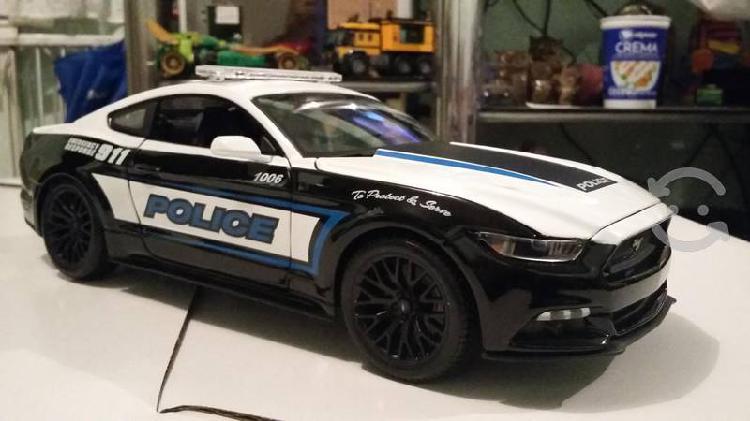 Mustang concept a escala 1/18