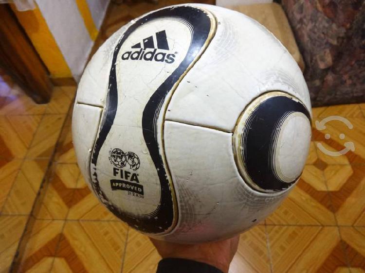 Balón adidas teamgeist