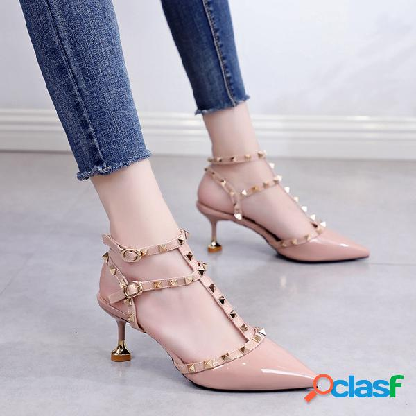 Europa y los estados unidos nuevos remaches stiletto señalado con tacones altos mujer tipo t hebilla gato con zapatos 6cm sandalias