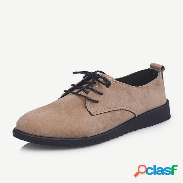 La nueva temporada zapatos pequeños de cuero para mujeres estudiantes con talla grande salvaje 41-44 zapatillas individuales para mujeres.