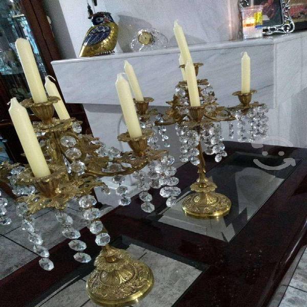 Candelabros antiguos de bronce y cristal cortado