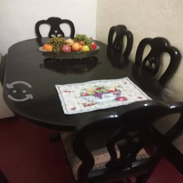 Comedor con seis sillas con cojín