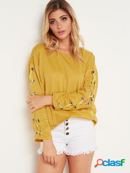 Diseño de amarre amarillo llano de manga larga cuello redondo camisetas