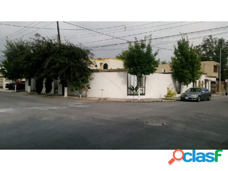 Casa/oficina renta mitras centro esquina cochera p/3 autos 6 afuera