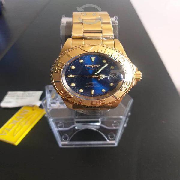 Reloj dorado invicta 660ft 200m