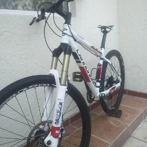 Bicicleta de montaña cannondale 27.5 mediana