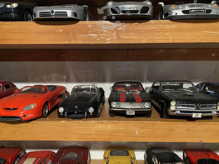 Colección de autos clásicos a escala