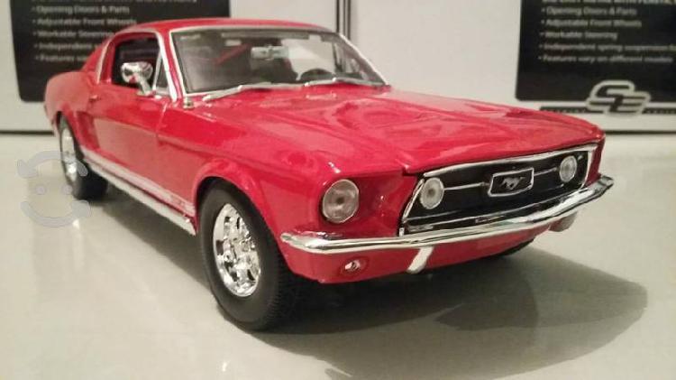Mustang clásico a escala 1 en 18