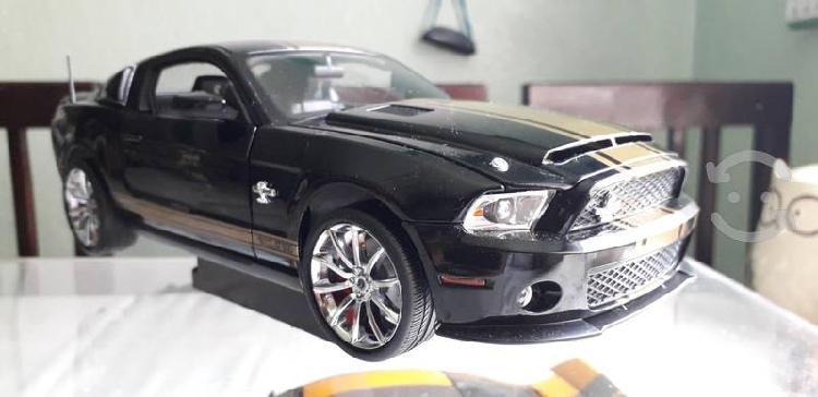 Mustang gt shelby 500 super snake a escala 1/18