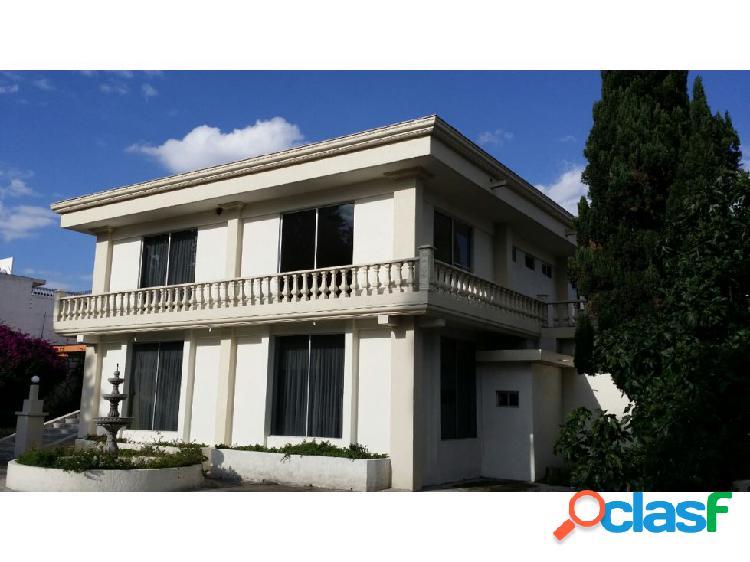 Venta hermosa residencia con grandes espacios en lomas de la hacienda