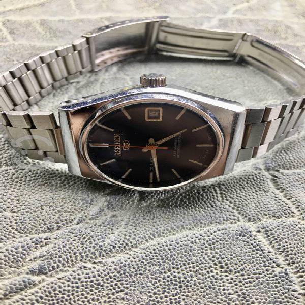 Bello reloj suizo