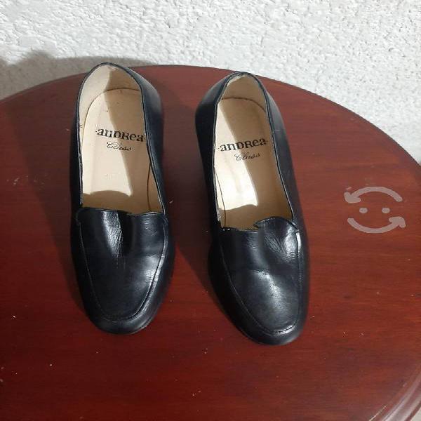 Paquete de zapatos.