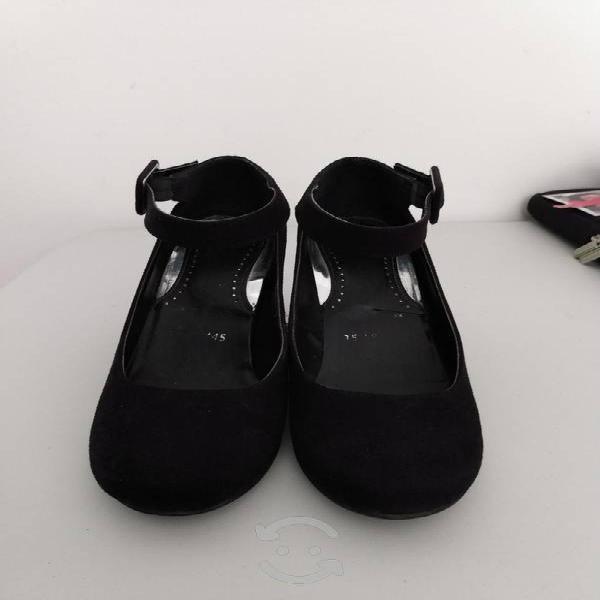 Zapatos de tacón corrido número 23