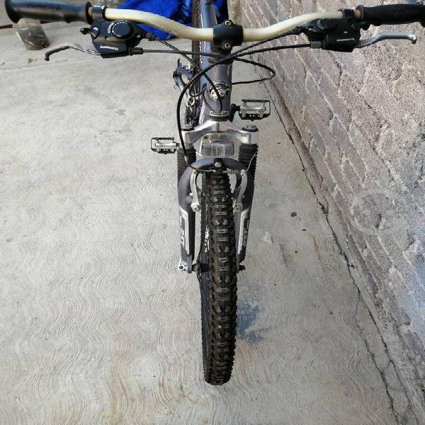 Bicicleta de montaña 29 aluminio marca mongoose